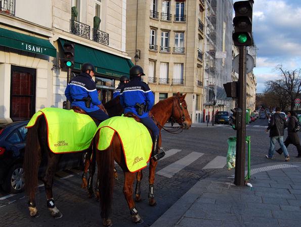 gendarmes-a-chevalblog