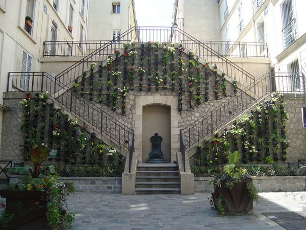 800px-Escalier_rue_Rollin