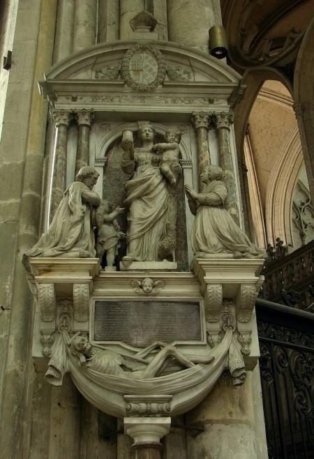 Monument_Jean_de_Sachy_Cathédrale_d'Amiens_110608_1