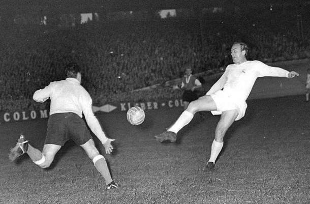 1956-european-cup-final-alfredo-di-stefano-for-real-madrid-v-reims