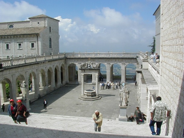 Cour Bramante Monte Cassino