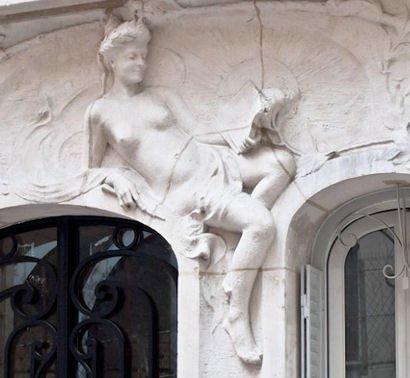 femme scultée rue Antoine blog2