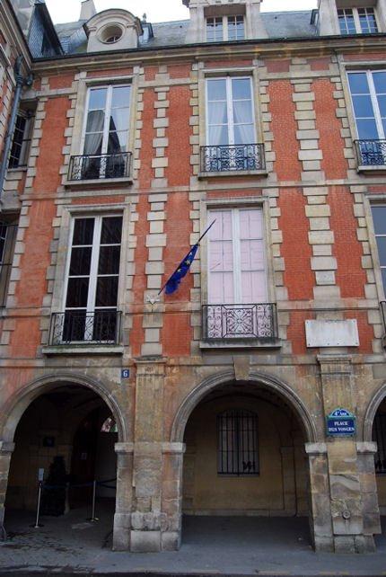 Maison Hugo façade  blog