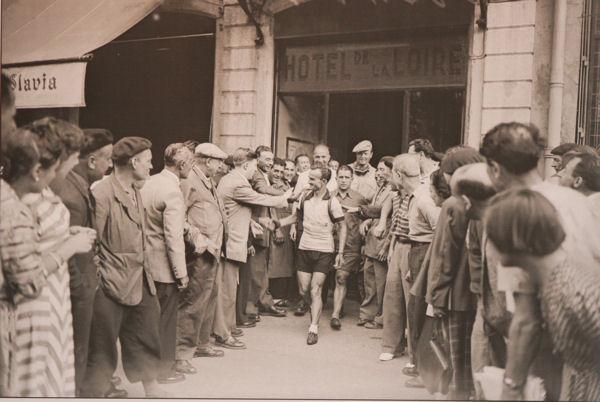 Robic blog Tour 1950 étape Lyon-Dijon sortie hôtel