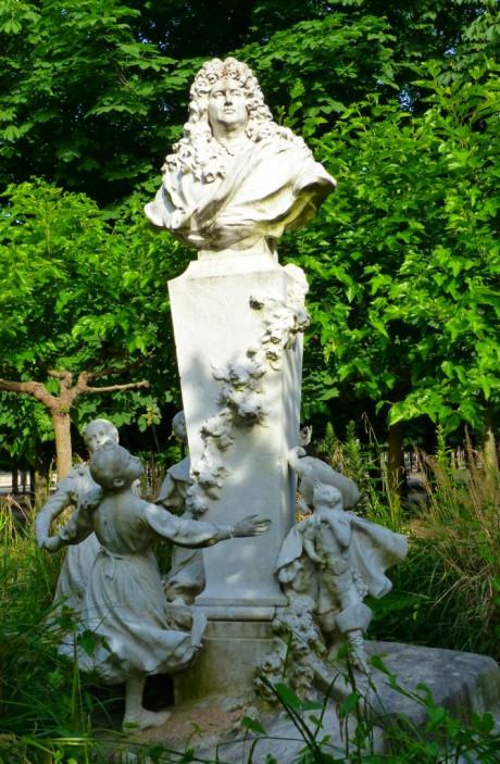 Tuileries-Statue+Perrault