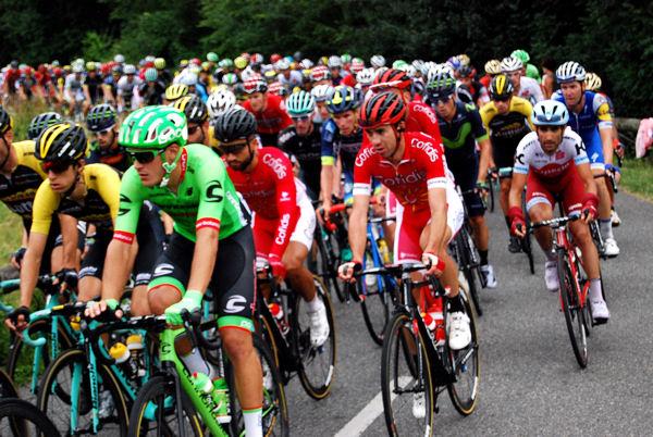 Tour 2017 Col des Ares peloton blog 4