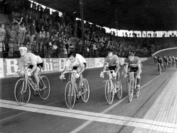 Arrivo-Darrigade-Coppi-Lombardia19561