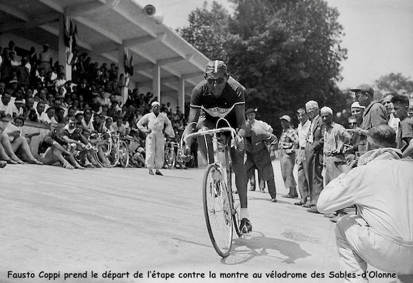 1949-fausto-coppi-futur-vainqueur-d-etape-prend-le-depart-a-la-rochelle