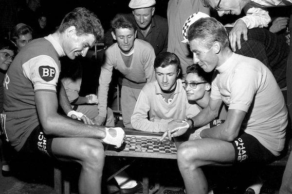 Jacques-Anquetil-et-Raymond-Poulidor-duel-de-champions-autour-des-dames