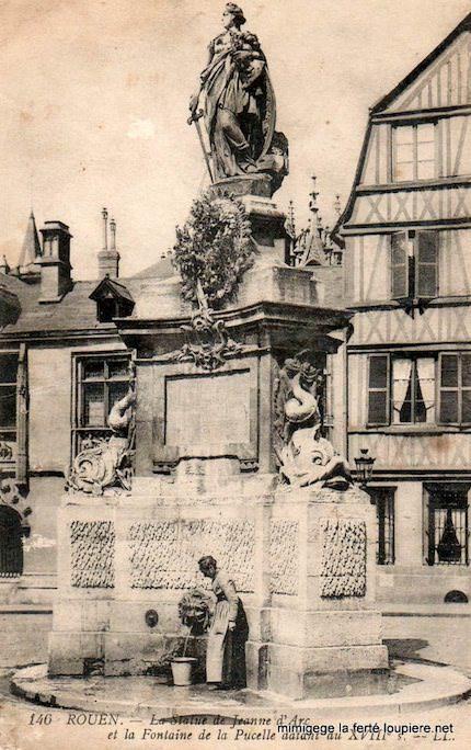 Statue Jeanne d'Arc place de la Pucelle