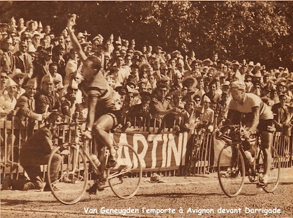 Millau-Avignon Van Geneugden au sprint MDS