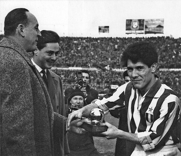 Juventus_FC_-_Omar_Sívori_-_Ballon_d'Or_1961